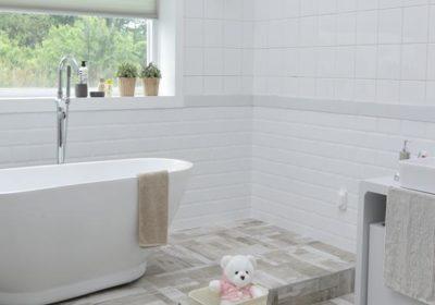 Jak wybrać funkcjonalne meble łazienkowe?